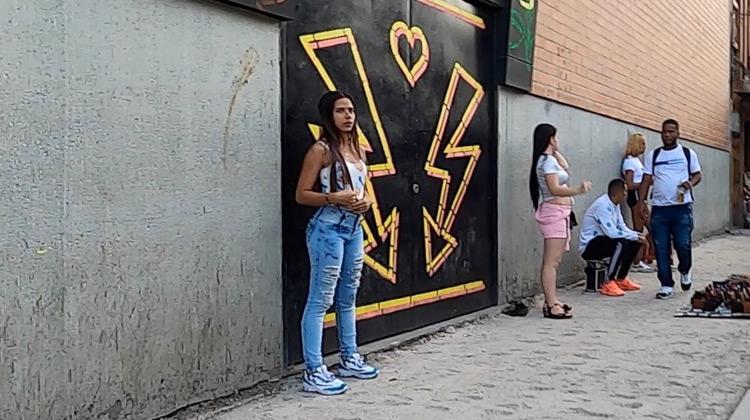 Menyusuri Jalan di sekitar El Centro, Medellin, Spanyol