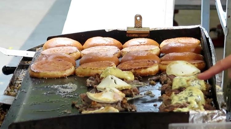 Burger Dengan Daging Bebek Khas Prancis - London Street Food