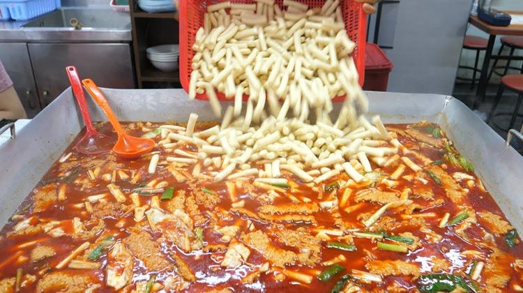 Nasi Pedas Cemilan Popular di Korea