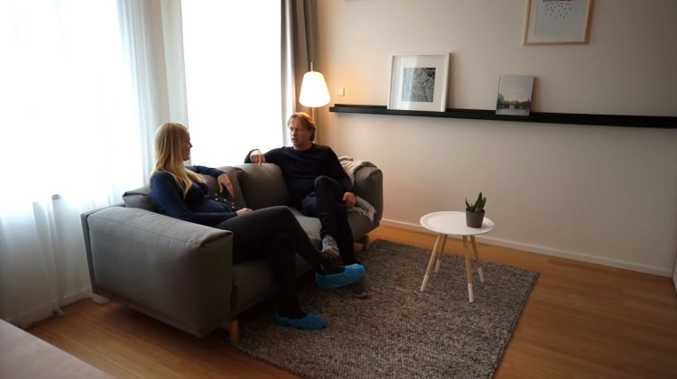 Arya Home - Tiny Studio Apartment Sleeping Loft and Moving Staircase